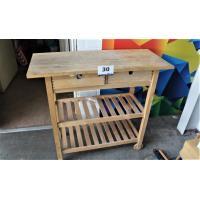 verrijdbare houten tafel