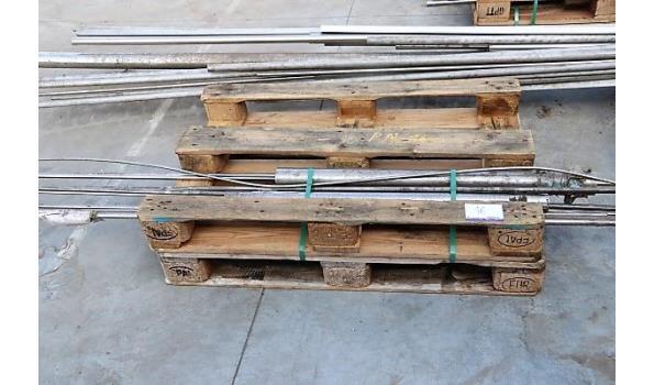 3 paletten inhoudende plm 31 ijzeren profielen en buizen