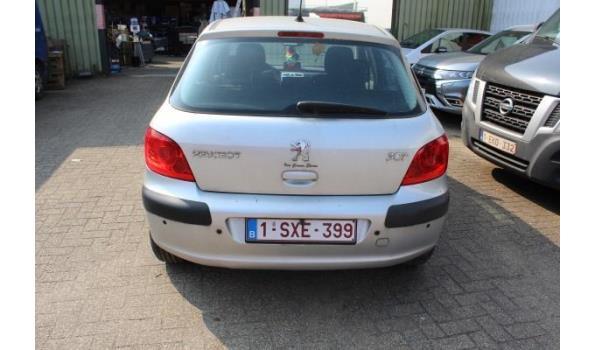 hatchback PEUGEOT 307, benzine, 1587cm³, 80kW, 1e inschr 17/08/05, chassisnr VF33CNFUF84330019, 40.637km, CO²-uitstoot: 189g/km, EURO4, compl met kentekenbewijs I en II, gelijkvormigheidsattest, 2 sleutels, keuring geldig tot 19/07/20