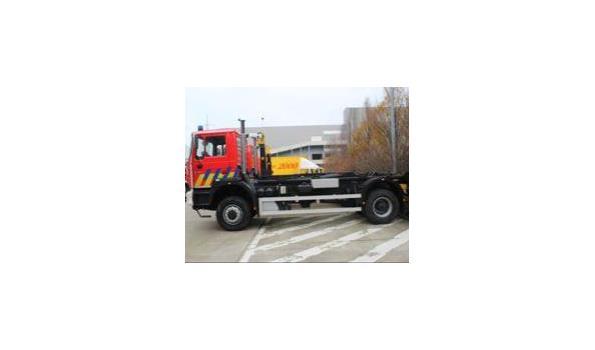 containervrachtwagen MAN 19.364 FAC 4x4, diesel, 11960cm³, 326kW, 1e inschr 07/06/2001, chassisnr WMAT34ZZZ1M308890, plm 55.125km, CO²-uitstoot ng, EURO2, compl met  1sleutel, kentekenbewijs DEEL I+II, gelijkvormigheidsattest, keuring tot 21/03/21