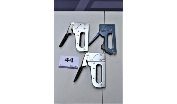 3 handtackers w.o. ARROW T-50