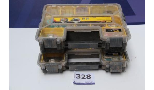 2 stapelbare pvc koffers met inhoud