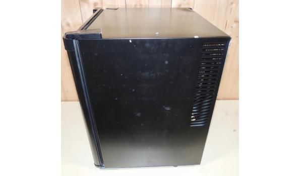 Barmodel Koelkast-  60W inhoud 38ltr. Draai richting deur veranderbaar. Beschadigd