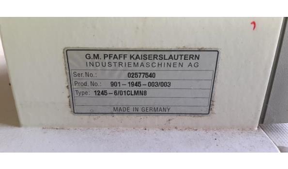 industriele 3-voudig transport naaimachine PFAFF 1245-6/01CLMN8, serienr 02577540, met onderbouw