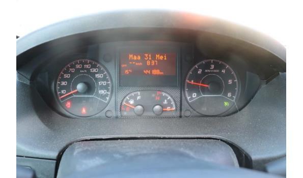 lichte vrachtwagen PEUGEOT BOXER, diesel, 1997cm³, 96kW, 1e inschr 20/10/2018, chassisnr VF3YC2MFB12J65586, 44188km, CO²-uitstoot ng, EURO 6b, compl met: kenteken DEEL I+II, gelijkvormigheidsattest, 1sleutel, keuring tot 18/01/22,