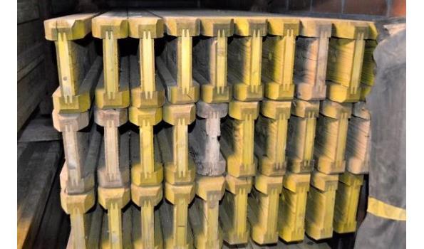 stalen bok inhoudende 33 bekistingsbalken DOKA H20, l 3,90m