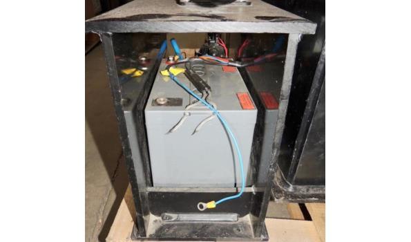Watervoorraad tank met pomp op accu en haspel