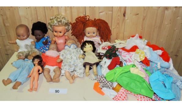Vintage poppen en kleertjes