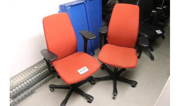 2 verr bureaustoelen, oranje/rode stof bekleed