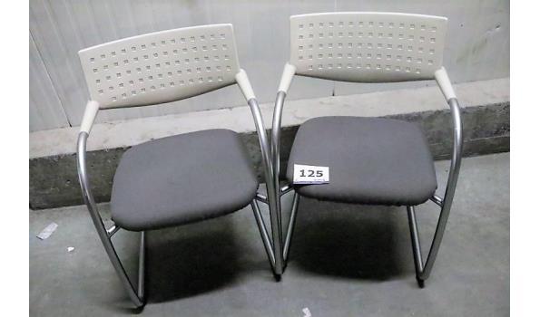 2 design armstoelen