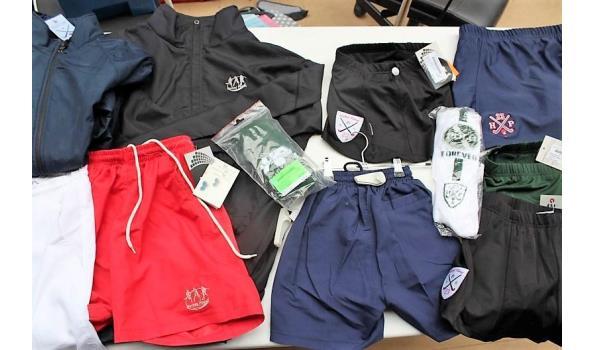 lot div hockeykleding wo shorts, rokjes, regenjasjes, sokken, broekrokjes, enz, in div maten en kleuren. Opgelet: meerderheid kleding is vv diefstalalarm, zonder de bak (A)