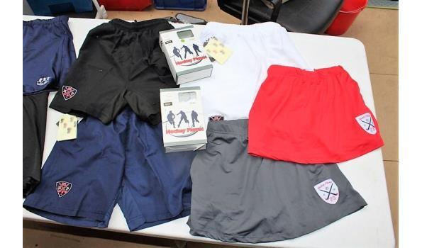 lot div hockeykleding wo shorts, rokjes, broekrokjes, thermisch ondergoed, enz, in div maten en kleuren. Opgelet: meerderheid kleding is vv diefstalalarm, zonder de bak (D)