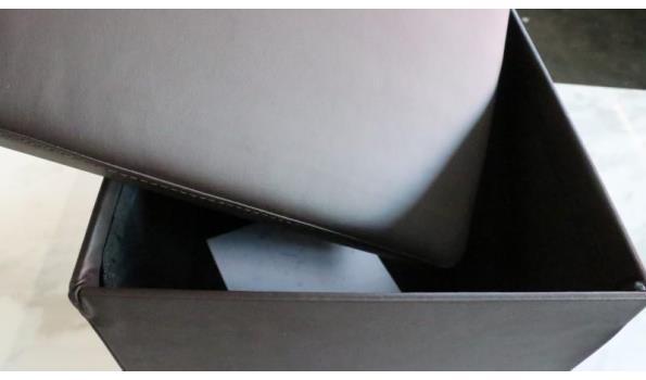 vierkant poefje met opbergruimte, afm plm 37x37x40cm
