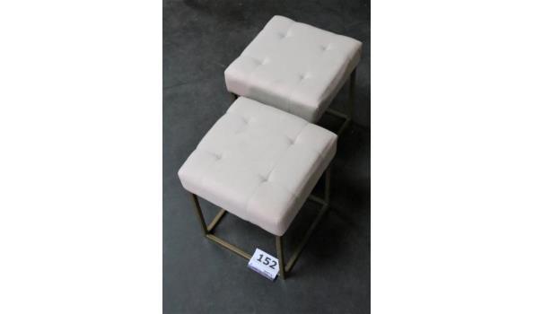 2 vierkante krukjes, stof bekleed, afm plm 35x35x41cm