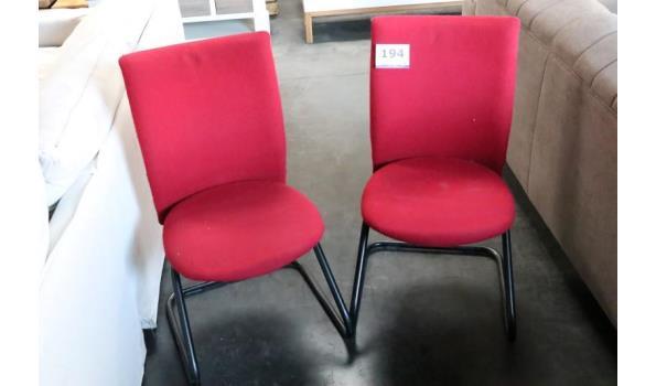 2 stoelen, rode stof bekleed