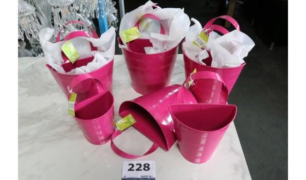 4 sets à 3 bloempotjes, roze