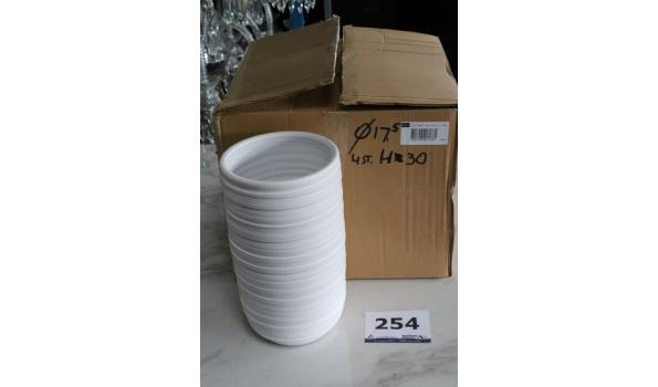 2 witte vazen, h plm 30cm, diam plm 17,5cm