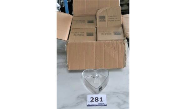 12 decoratieve hartvormige glazen schaaltjes, afm plm 16x17cm