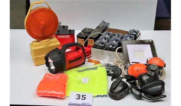 lot diversen wo signaalverlichting, veiligheidsvestjes, verstraler, oorbeschermers, enz