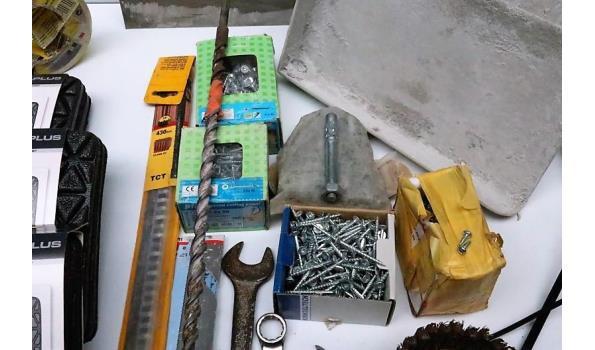 lot diverse  gereedschappen, wo waterpassen, schroeven, enz