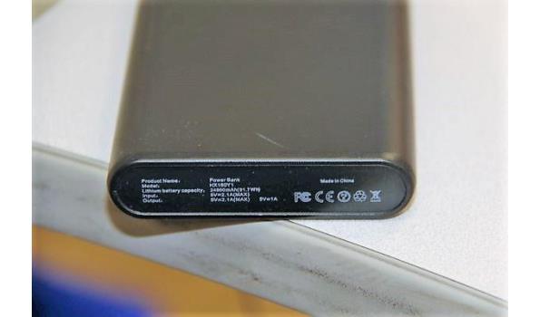 5 diverse powerbanks zonder kabels, werking niet gekend