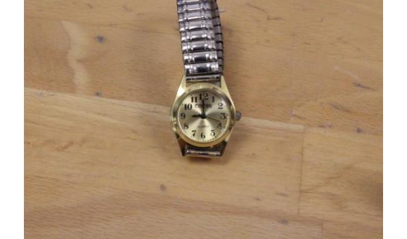 4 div horloges