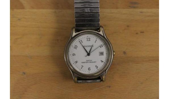 4 div horloges wo CASIO