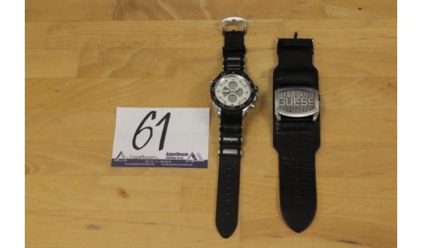 2 div horloges wo GUESS