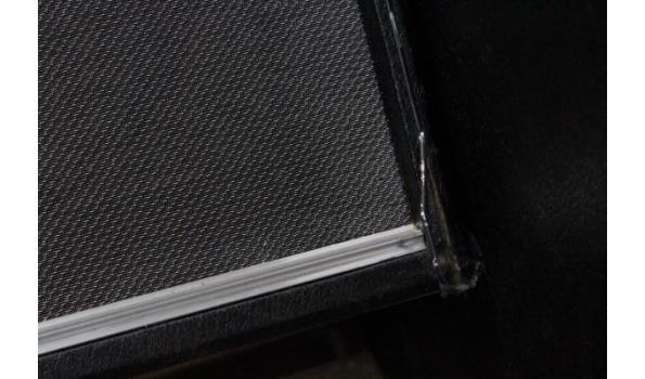 2 grote prof geluidsboxen, zonder kabels, werking niet gekend