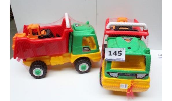 2 grote speelgoedvrachtwagens plus graafmachine
