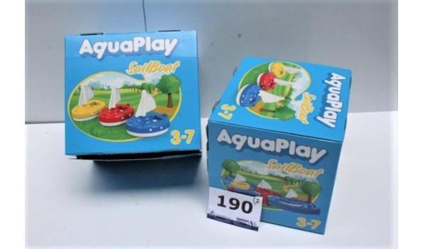 2 dozen inh plm 10 speelgoedzeilbootjes voor waterbaan