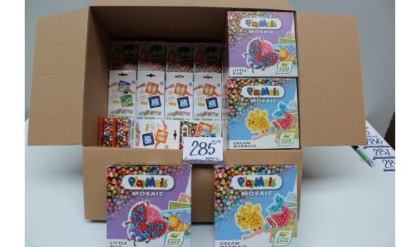 24 speelgoedknutseldoosjes plus 8 speelgoedknutseldozen