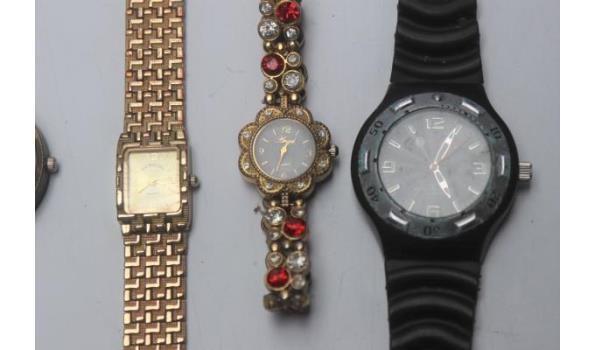 8 diverse horloges w.o. HILFINGER, NIXON enz