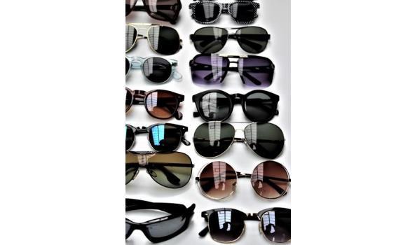 24 diverse zonnebrillen