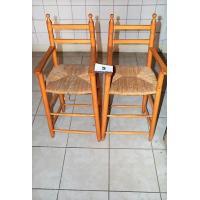 2 houten kinderstoelen