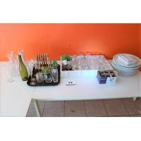 lot inh div borden, glazen, karaffen, bestek, decoratie, enz