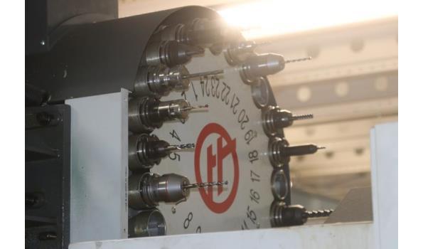 vertikale bewerkingscentrum HAAS, type VF-5/40, bj 2017, serienummer 1137612, 440v, compleet met tooling