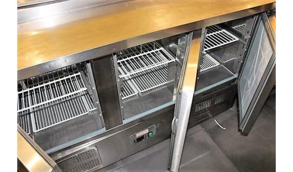 3-deurs koeltafel, afm plm 137x70x90cm vv opgebouwde rvs saladbar
