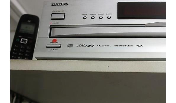 radio, cd-speler en barkoelkast